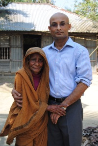 Neamat Imam with his eldest aunt in the village in Bangladesh where he grew up (Photo credit: He Wen Shu)